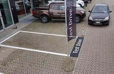 Segnaletica orizzontale su parcheggio concessionaria