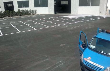 Segnaletica per parcheggi fuori dell'azienda